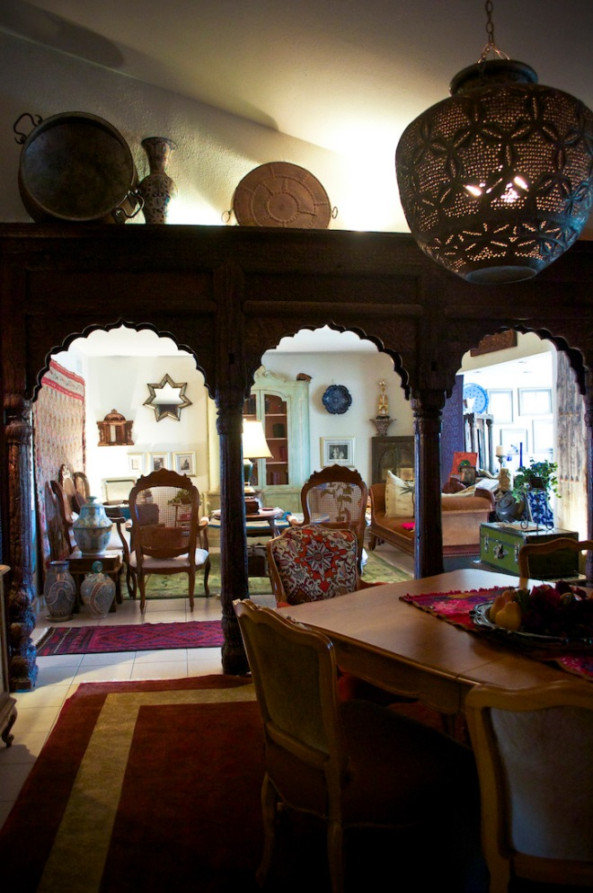 Lucia's lovely antiques in her home in Dhahran. The Indian archway was purchased from Khoba Mart (now closed) in Al-Khobar.